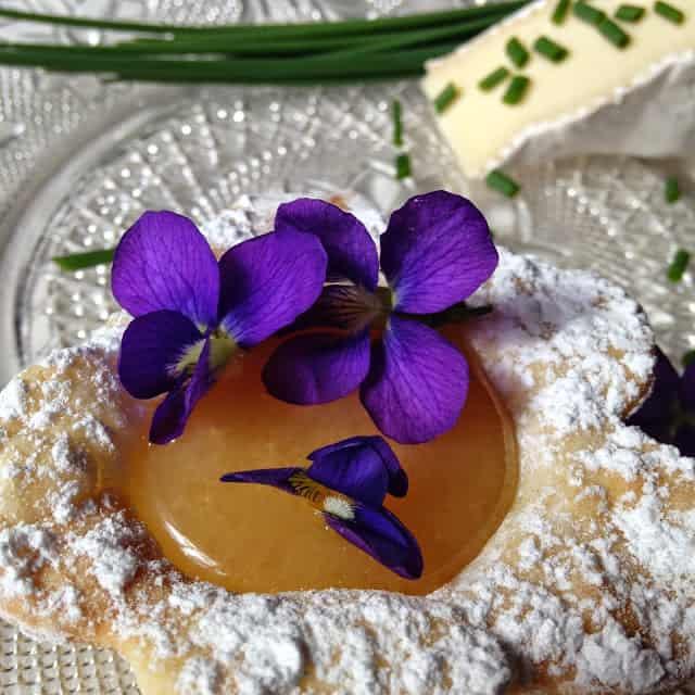 Garnishing with Edible Flowers